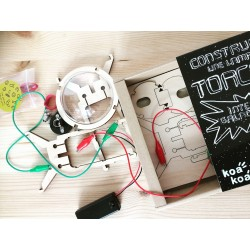 Koa koa assemble une torche et découvre l'électricité